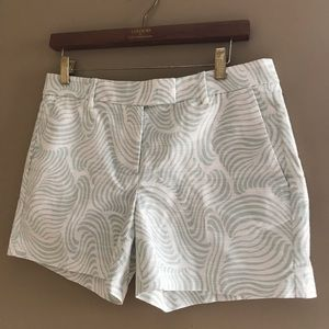 Ann Taylor Devin City Short White & Green